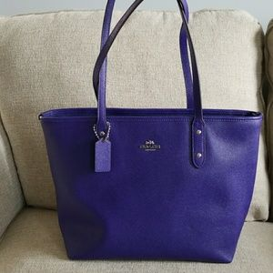 Authentic NWOT Coach tote purse